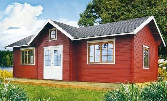 Casa de madera con tejas negras