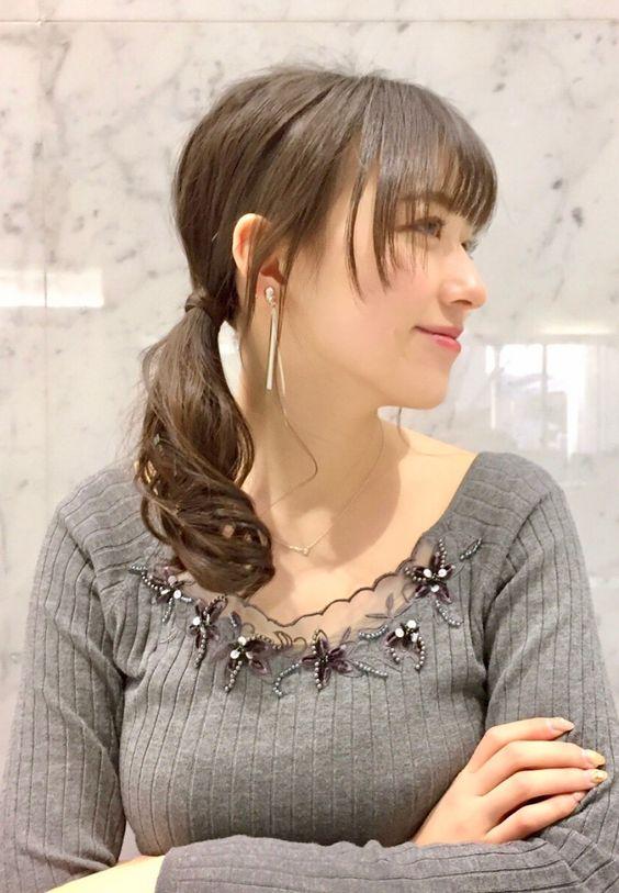 阿部華也子胸元の花飾りが素敵