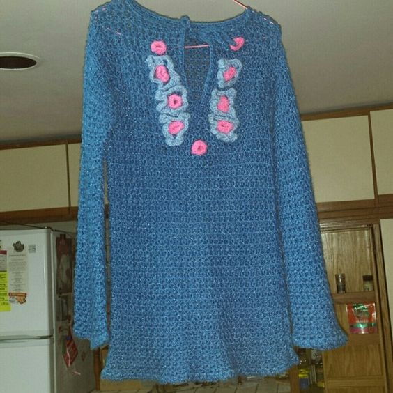 HIPPIE CROCHET BLOUSE This bloouse is in great shape no snags rips tears. Smoke Free home.  I would say size Medium  arm pit to arm pit 13 27 inch Long Tops Tunics