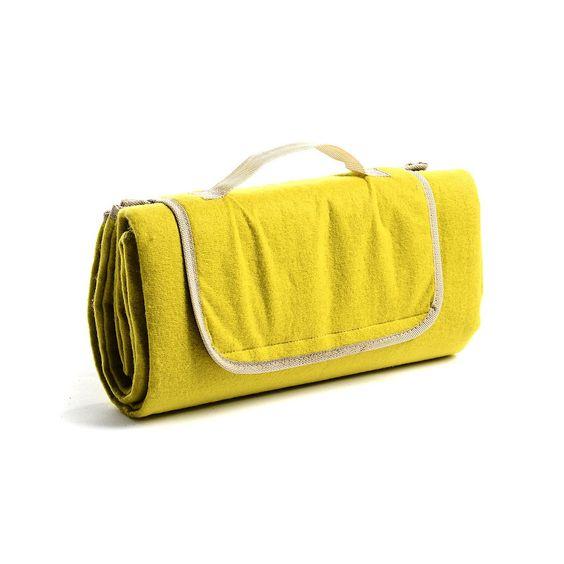 Picknickdecke Polyester grün ca. B:130 x L:130cm  Picknickdecke Material Vorderseite: 100% Polyester Material Rückseite: PEVA (Ökoplast) Material Füllung: Kunststoffschaum (PU) Farbe: grün Maße: ca. B:130 x L:130cm Pflegehinweise: Waschbar: nein, Bügeln: nein, Reinigung: nein, Bleichen: nein, Trockner: nein Hinweis: Auf Produktbildern abgebildetes Zubehör sowie Deko-Artikel gehören nicht zum Produkteangebot, sofer...  €12,99