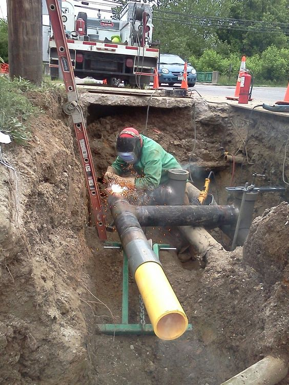 Welding natural gas pipeline, Glouster Oh.: Job Pipe, Welder Pipeliner, Pipeline Glouster, Pipe Welders, Pipeline Work, Rig Welder, Pipeline N