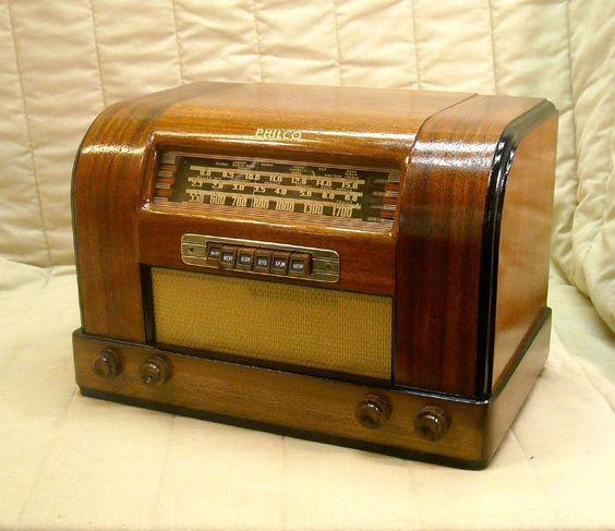 Old Antique Wood Philco Vintage Tube Radio - Restored Working Art Deco Table Top