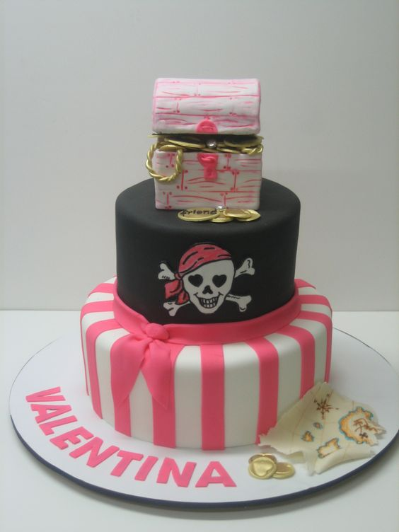 Gateau Anniv Pirate Fille Rose Et Noir Gateaux Anniversaire Pinterest Fonts Pirates And Roses