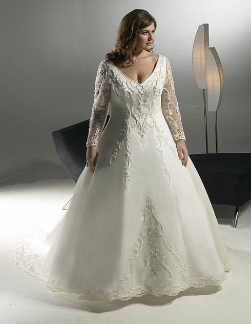 As noivas mais cheinhas podem optar pela saia em A com devote em V. Dá a sensação de maior equilíbrio com a parte de baixo!