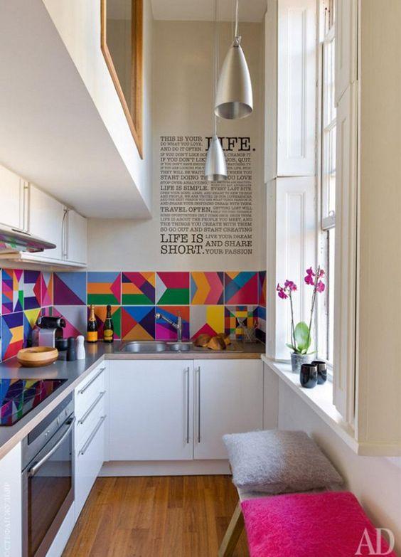 ¡Cómo revivir tu cocina! La cocina es un espacio de reunión por excelencia, sea a la hora de preparar nuestros alimentos reunidos en familia, escaparnos en medio de la noche por un snack, entre otros. Decohunter. Lee más haciendo click aquí