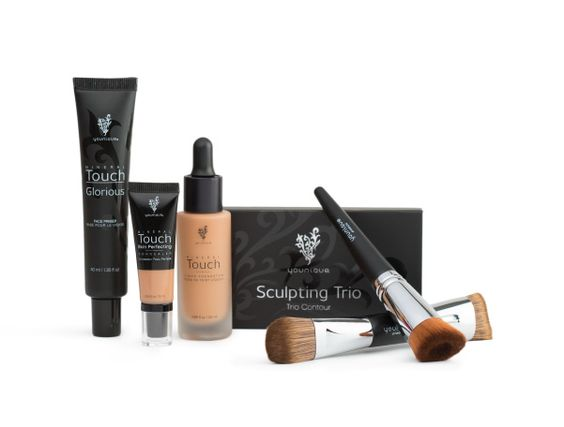 Believe in your selfie, you get the face primer, concealer, liquid foundation with brush, contouring kit with brush plus the choice of a makeup bag