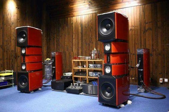 EVOLUTION ACOUSTICS impressive MM3 speakers.