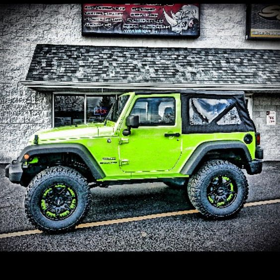 lime green jeep wrangler sprayed at rhino linings of de jeep wrangler. Black Bedroom Furniture Sets. Home Design Ideas