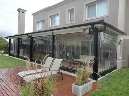 Cerramientos de lona cristal quinchos galerias toldos for Casa de plastico para jardin