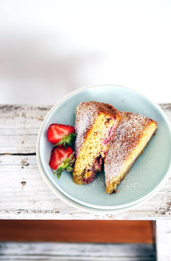 gluten-free strawberry cake // via La Tartine Gourmande
