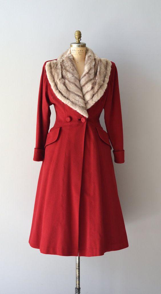 красное винтажное пальто с мехом