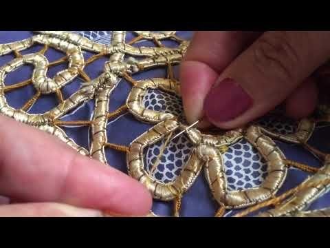 49 طريقة عمل مفرش لاسيه حكاية طريقة غرزة رجل الغراب وغرزة قشر السمكة Youtube Charm Bracelet Lace Jewelry