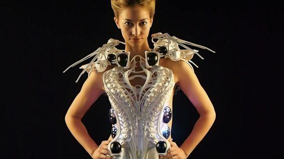 ROBOTIC SPIDER DRESS: FUTURISTIC AND CREEPY
