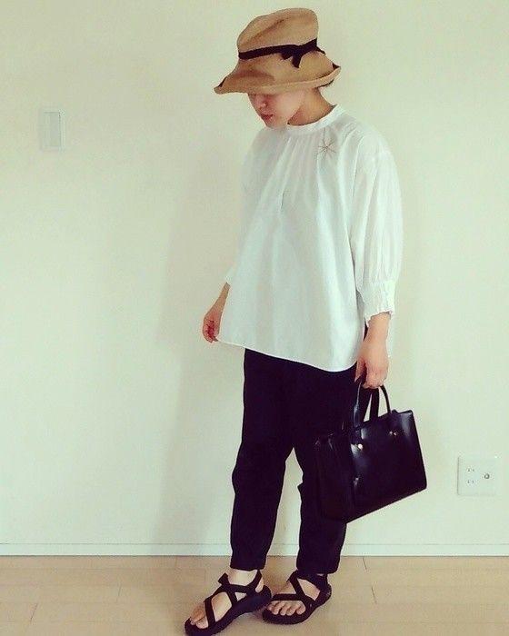 少ない服でおしゃれに着回し 女性ミニマリストのワードローブ コーデ