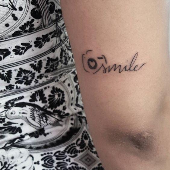 Smile  Para orçamentos e agendamentos só entrar em contato via direct ou WhatsApp.  Cel: 98693-6337 Tel: 2364-3010  Email: contato2@gellystattoo.com.br  #gellystattoo #tatuagem #tattoo #tattoo2me #escrita by will.tattoo