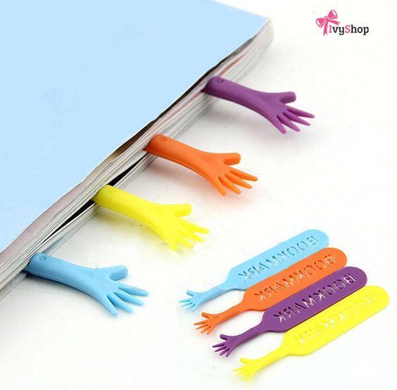 Quem está preparado para o feriado levanta a mão!  Marcadores de página disponível em : www.ivyshop.com.br  https://www.ivyshop.com.br/prod,idloja,27097,idproduto,5151204,criativos-outros-marcador-de-pagina---help-me--conj--c-4-  #marcador #marcadores #pagina #livro #leitura #livros #criativos #inusitados #presentes #fundesign #decoração