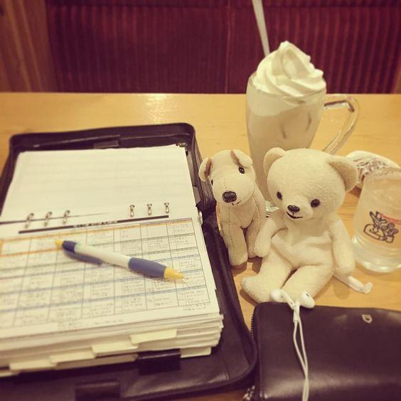 ここのところ色々バタバタだったのでね(;ω;) 今日は早めにお仕事終えてクリームオレ飲みながらまったり日記をね(艸) #filofax #coffee #コメダ珈琲 #クリームオレ #手帳 #日記 #diary #命の手帳 #polarbear #しろくま #シロクマ #ファーファ#犬 by chatalowta