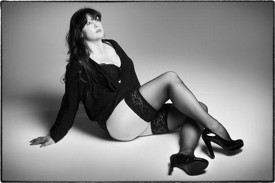 boudoir,burlesque,mystique fotografie van vrouwen in zwart-wit. Make-up & Styling.