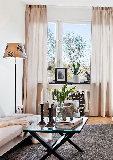 Sala pequena e bem decorada