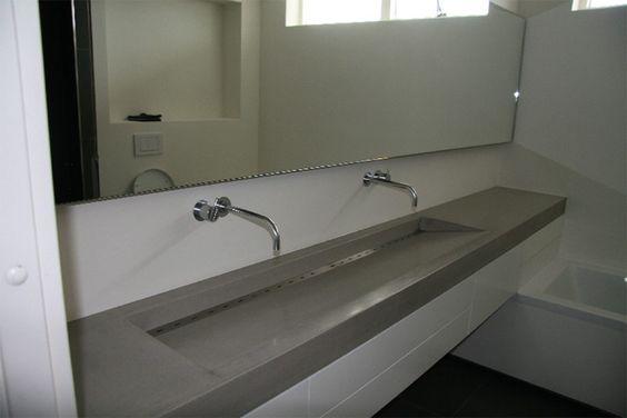 Design Badkamer Weert ~ Lange wastafel beton