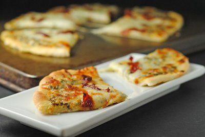 Pesto a la parrilla, mozzarella, tomate secado al sol y pan plano ~ mayo #SecretRecipeClub! | Cocina de Juanita