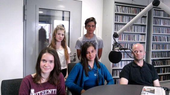 Mali radio gosti učenki Tjašo Čolnik in Tejo Kolar ter mentorja Andreja Nemca z OŠ Prežihovega Voranca Bistrica.