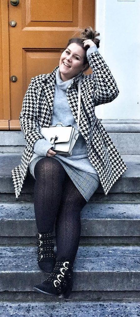 Lovely combination of soft grey turtleneck Sweater, glenncheck mini-skirt, structured tights, checked Coat and rough boots | Plus Size Fashion & Streetstyle