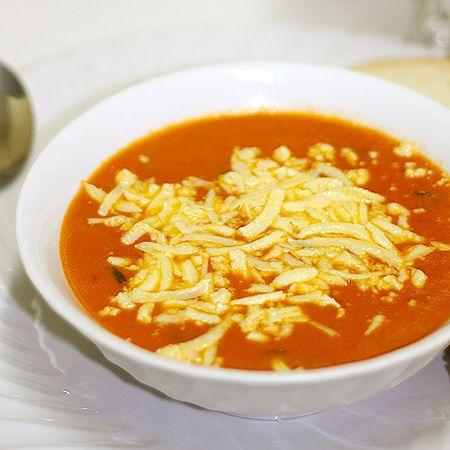 Tudo gostoso a receita de Sopa creme de tomate do Comida do dia. Receita fácil que você vai amar.