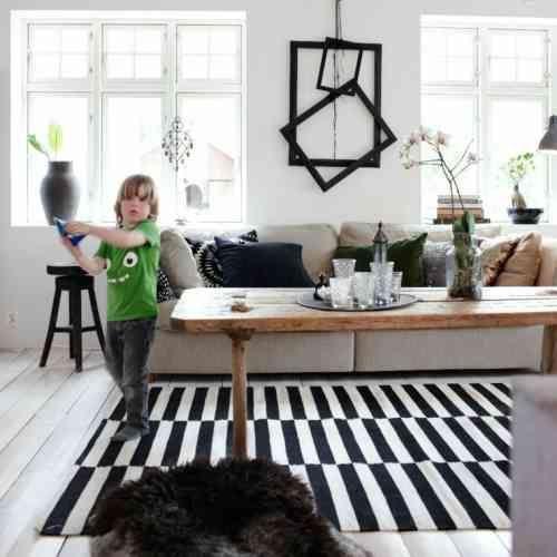 Tapis Raye Noir Et Blanc In 2020 Living Room Inspiration Home Living Room Rugs In Living Room