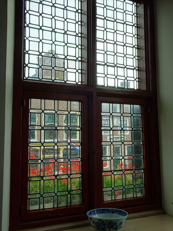 Franeker - Friesland. Een raam van het oude gotische stadhuis van Franeker uit 1591. Foto: G.J. Koppenaal - 11/8/2016.