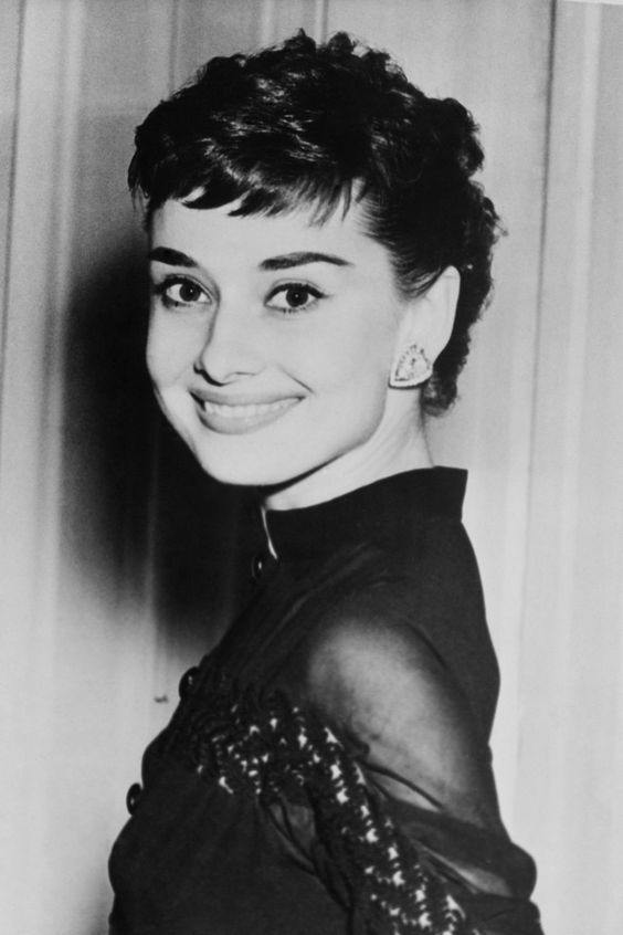 44 Rare Photos Of Audrey Hepburn That Proves She Was Truly One Of A Kind Audrey Hepburn Photos Audrey Hepburn Pictures Audrey Hepburn Images