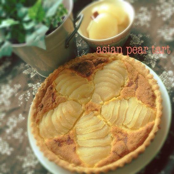 梨のコンポートを使って、アーモンドの香りたっぷりのフィリングと合わせタルトにしました。 生の梨も、もちろん美味しいですが、これも負けてません!! - 161件のもぐもぐ - 梨のコンポートでタルト♬ by ポテト