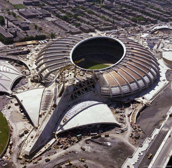 Construction du stade olympique, 1976, Montreal  20 photos qui font revivre lhistoire de Montréal (PHOTOS)