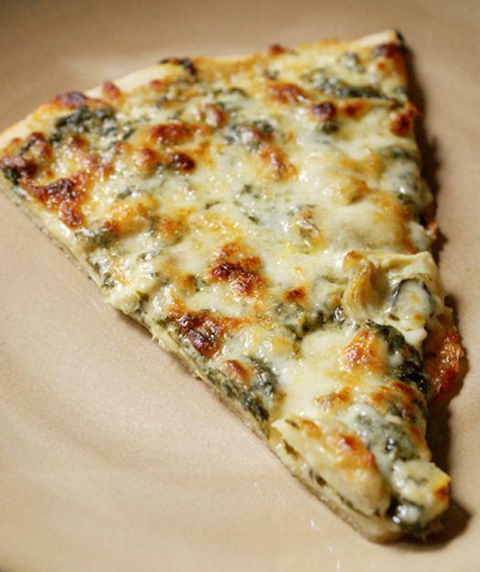 El club de la mordedura Dos: espinacas alcachofa Alfredo pizza