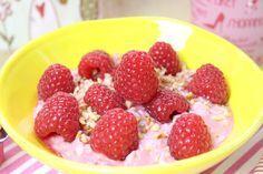 Ein fruchtiges und warmes Frühstück... 1 Portion 200 g Hüttenkäse / Körniger Frischkäse 20% Fett 50 ml Sahne (alternativ Milch, wenn weniger Fett gewünscht
