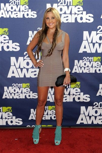 """Actress Amanda Bynes has been officially charged with a misdemeanor count of driving under the influence. she's calling on President Barack Obama to help clear her name. The 26-year-old former Nickelodeon star was pulled over on April 6 in West Hollywood, Calif., on suspicion of driving under the influence of drugs or alcohol after she collided with a parked police car. Bynes tweeted, """"Hey @BarackObama... I don't drink. Please fire the cop who arrested me. I also don't hit and run. The end."""""""