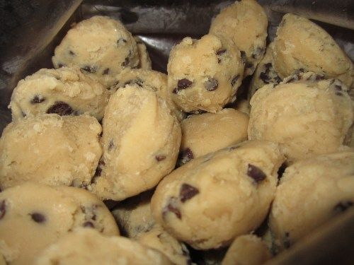 Make up a batch of cookies and freeze the dough balls.  Take them out and bake as needed! Simple steps here. #chocolatechipcookies #entertaining