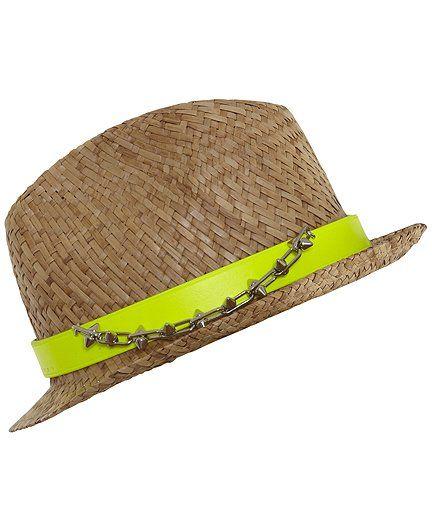 Cappello in paglia, con fascia in pelle giallo fluo con catena e borchie