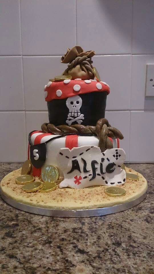Arrr! There be a pirate cake!
