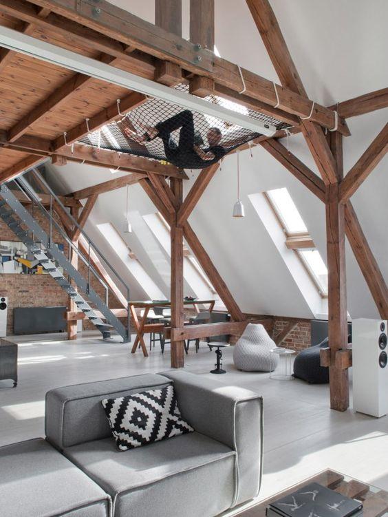 Loft bois blanc gris poutres apparentes