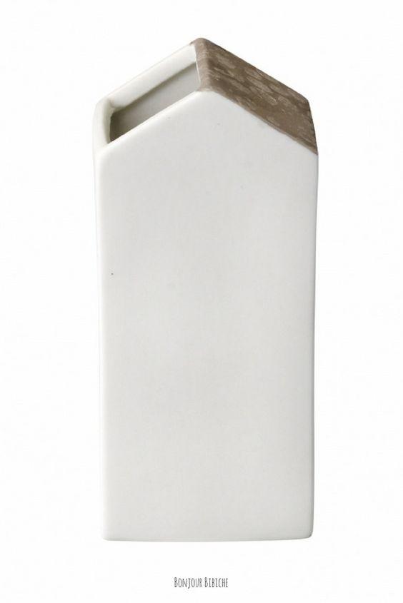 Petit vase en céramique blanche de la maison #Bloomingville (marque de #décoration #scandinave) disponible sur l'eshop déco de @bonjourbibiche http://www.bonjourbibiche.com/jolis-vases/328-vase-maison-bloomingville.html