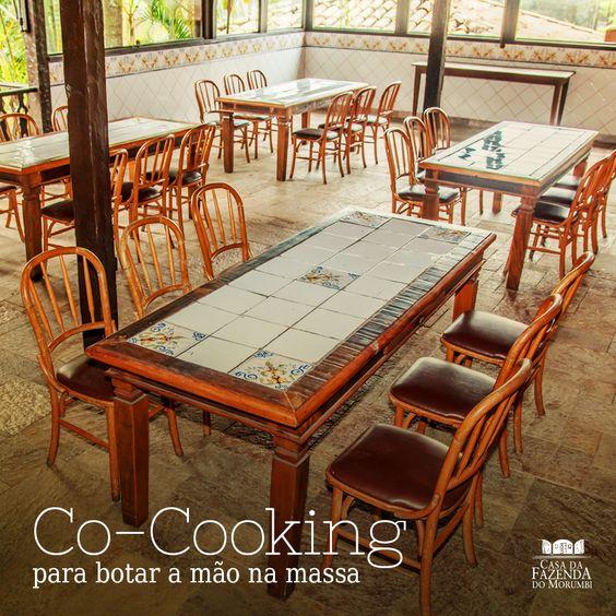 """O co-cooking, """"cozinhar junto"""", tem despontado como uma nova aliada dos times de Recursos Humanos para afinar relacionamentos e melhorar o espírito de equipe e o senso de integração e de cooperação.  E que tal esse visual para aplicar essa estratégia? Nós temos uma infraestrutura completa e perfeita para o co-cooking. Venha conhecer e traga sua equipe!  #CasadaFazendadoMorumbi"""