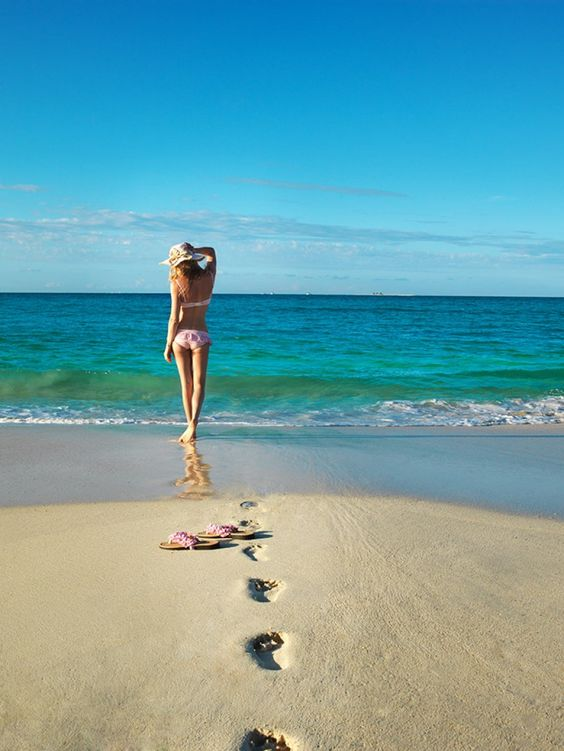 每次在沙滩都pose回同一样的姿势吗?这里教你怎么在沙滩上拍出高水准的POSE,做一个称职的INSTAGRAMMER!