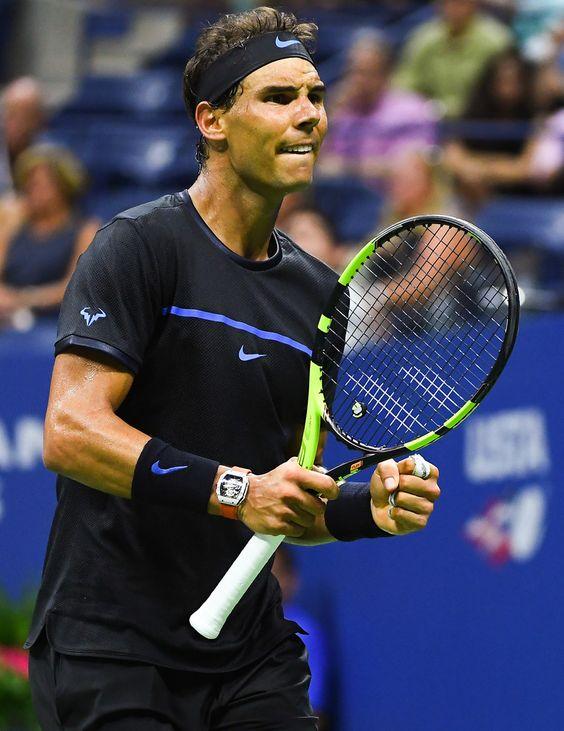 Lors de la night dession de mercredi, Rafael Nadal a inauguré le toit du Arthur-Ashe Stadium et le jeu indoor à New York. Il en a profité pour battre Andreas Seppi (6-0, 7-5, 6-1) et rallier le troisième tour.   Nadal Us Open 2016 ATP Vamos Rafa !