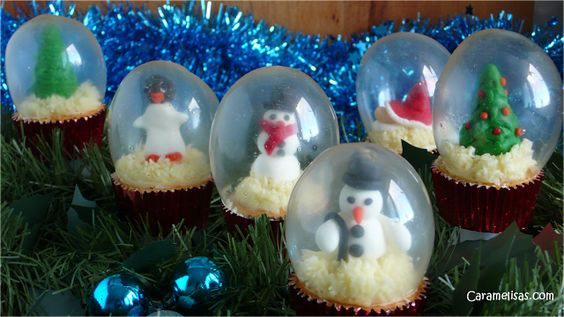 Caramelisas: Bolas de nieve en un pastelito, con burbujas de ge...