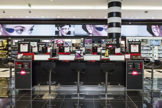 La marque de maquillage professionnel, MAKE UP FOR EVER, spécialiste de toutes les carnations de peaux, lance son tout premier concept bar : le Go Pro Make Up. Rendez-vous au Séphora des Champs-Elysées !