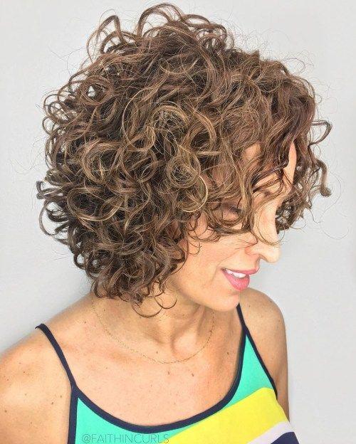 37 Beste Frisuren Mittellang Locken Zum Ausprobieren In 2020 Haarschnitt Fur Lockige Haare Haarschnitt Kurzes Lockiges Haar