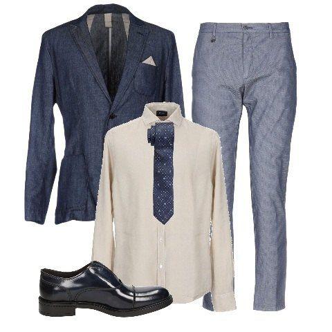 Giacca In Lino Blu Con Taschino E Fazzoletto Beige E Camicia Beige