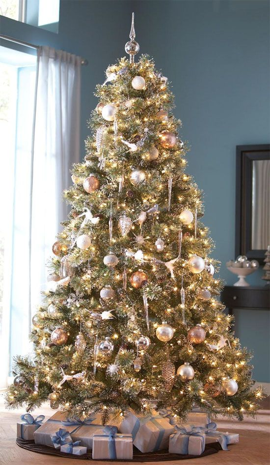 35 gold Christmas decorations and gold holiday decor: Shimmery Gold Christmas Tree