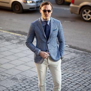 Cuadritos y gafas de sol: | 24 Hombres en traje que van a alborotarte las hormonas